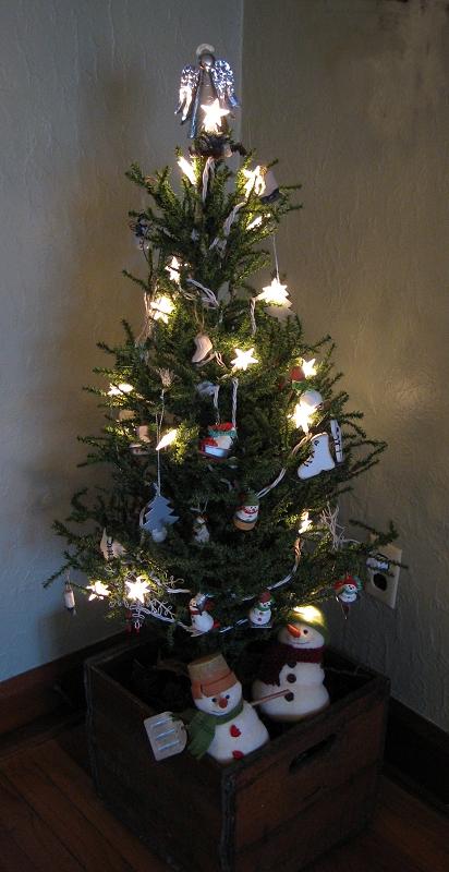 lighting christmas trees with miniature light strands. Black Bedroom Furniture Sets. Home Design Ideas